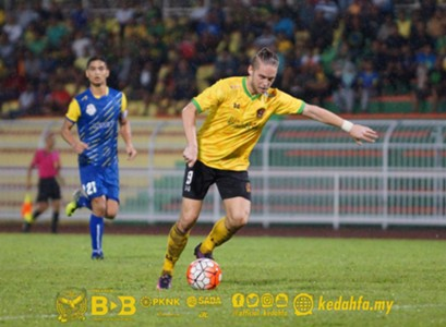 Ken Ilsø Larsen playing in a pre-season friendly for Kedah 4/1/2017