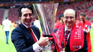 Unai Emery Sevilla Europa League trophy 2015