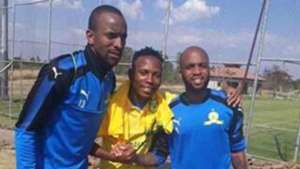 Oupa Manyisa in Mamelodi Sundowns kit
