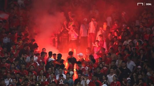 Pháo sáng 'báo hại' CLB Viettel và SLNA | Goal.com