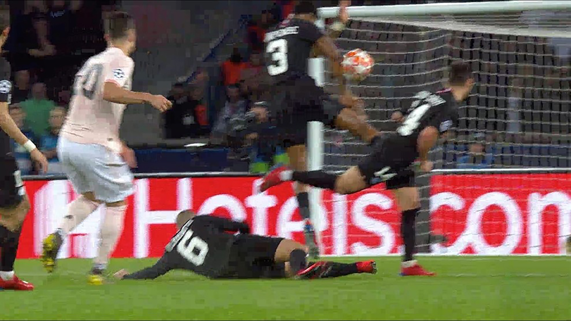 PSG Man Utd VAR