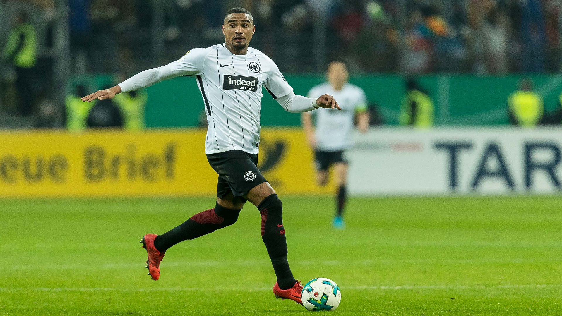 Eintracht Frankfurt go third with victory over RB Leipzig