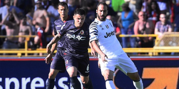 Federico Viviani Gonzalo Higuain Bologna Juventus Serie A