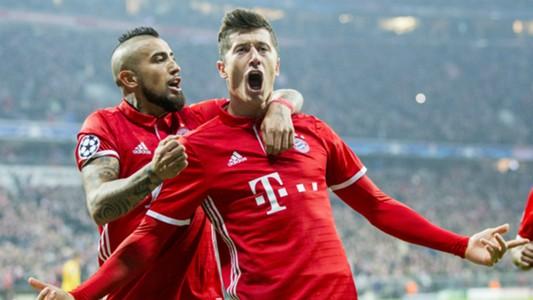 Arturo Vidal Robert Lewandowski Bayern 2017