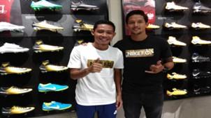 Evan Dimas & Irfan Bachdim Di Fisik Football