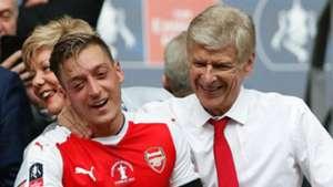 Mesut Ozil Arsene Wenger Arsenal