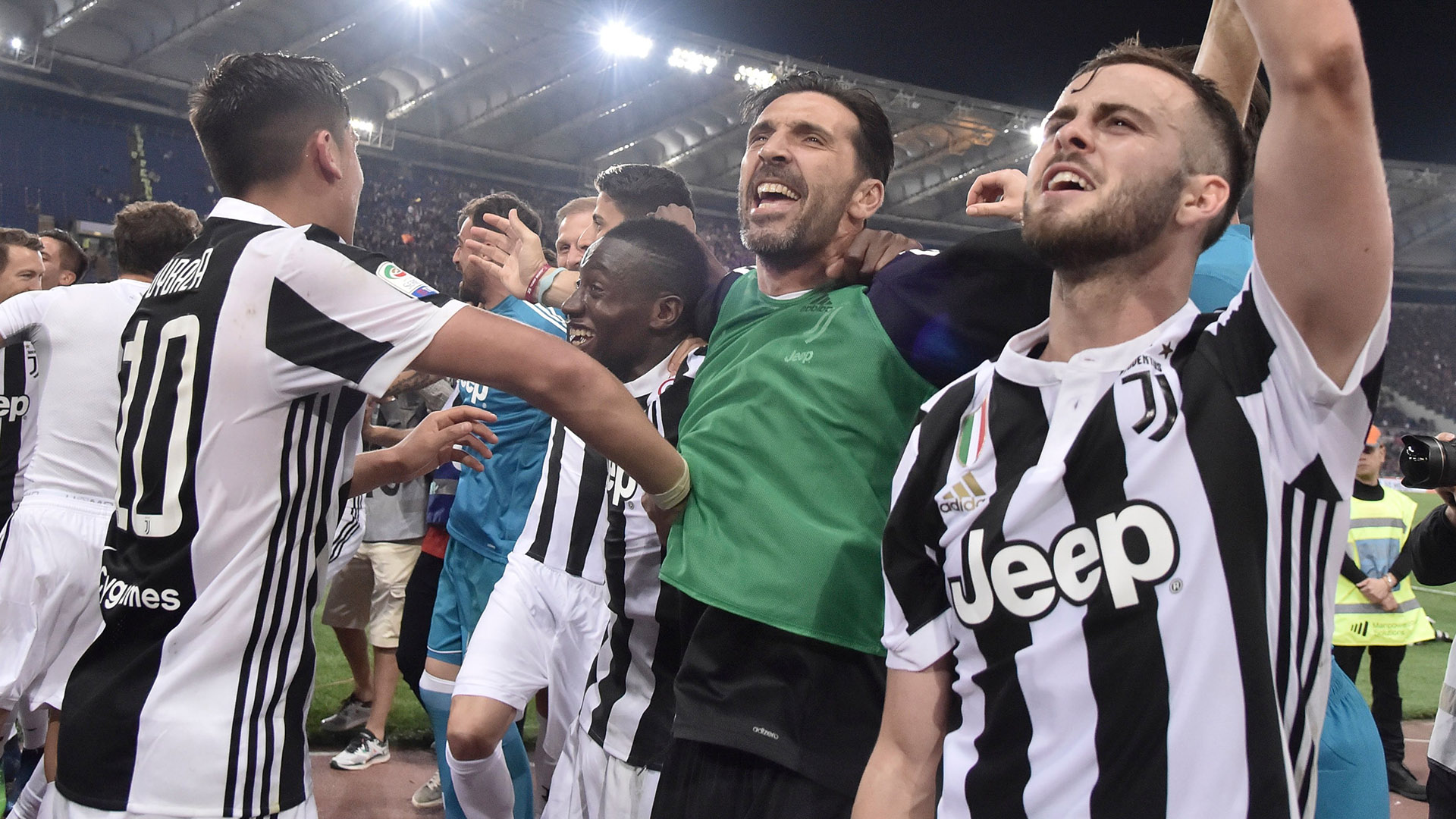 Gigi Buffon Juventus celebrating Scudetto