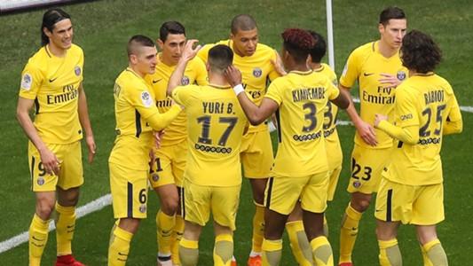 PSG celebrate at Nice