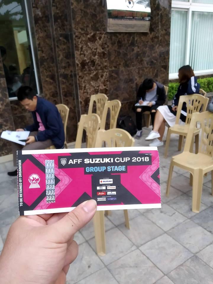Xếp hàng mua vé AFF Cup