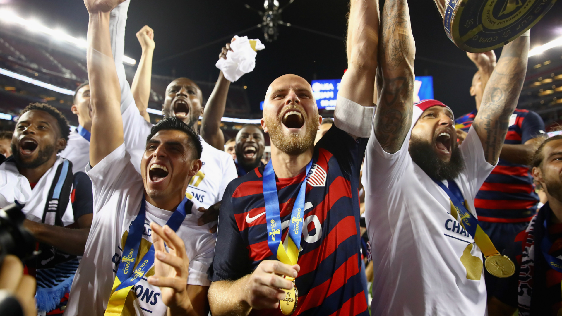 Michael Bradley Tim Howard USA