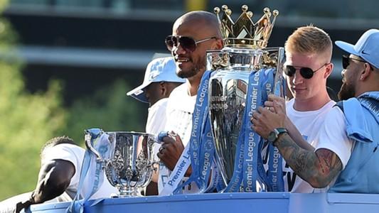 Vincent Kompany Kevin De Bruyne Manchester City Premier League trophy 2018