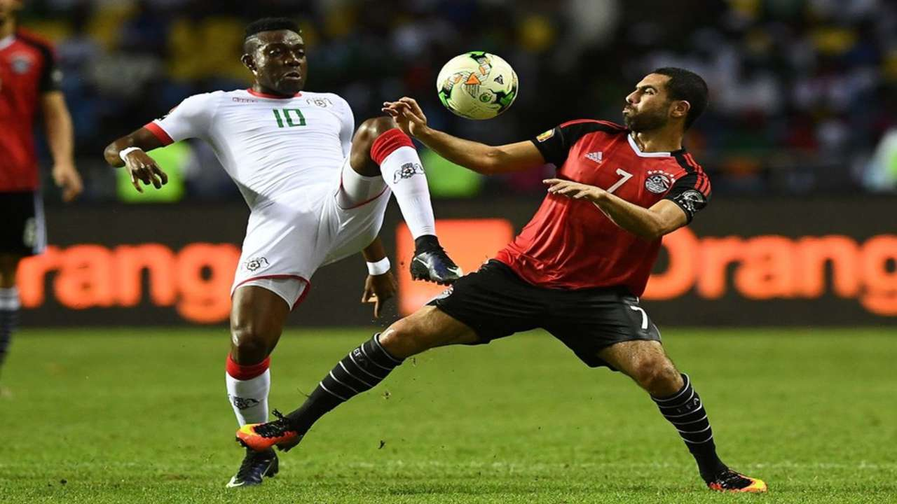 Burkina Faso's midfielder Alain Traore (L) challenges Egypt's defender Ahmed Fathi during the 2017 Africa Cup of Nations
