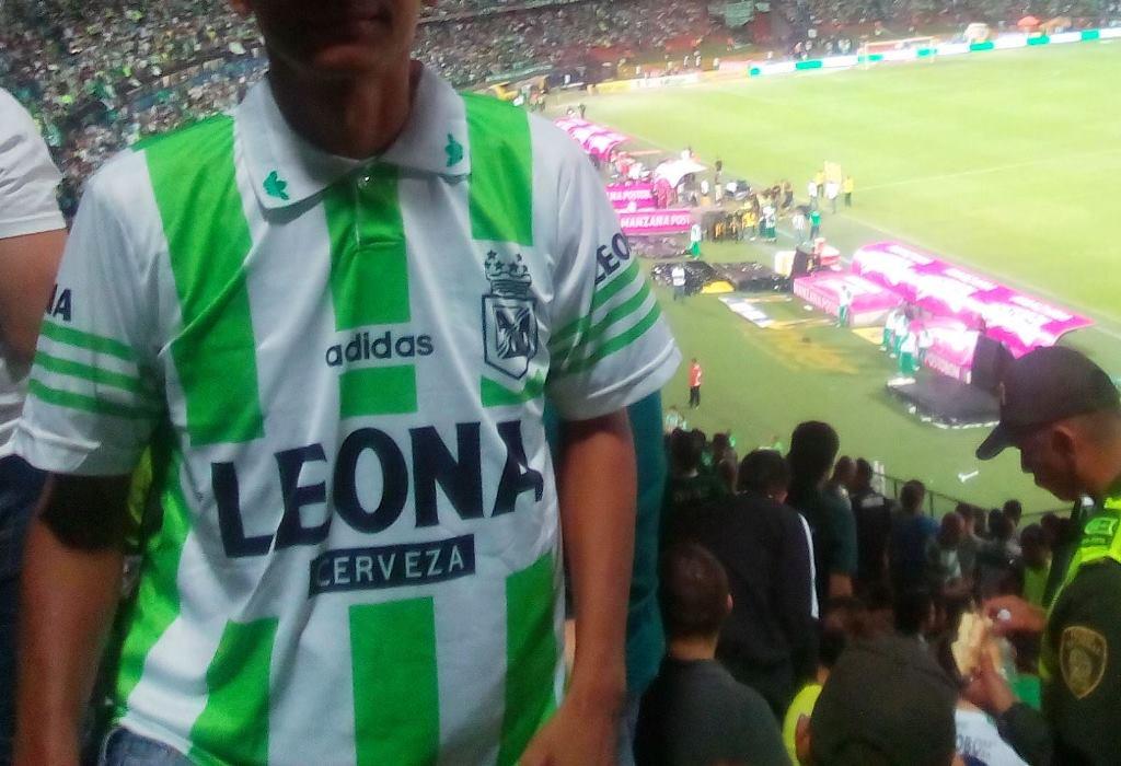 Marcas y diseños  ¿Cuál ha sido la mejor camiseta de Atlético ... d441fc5b1bfca