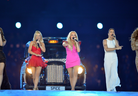 Which football teams do the Spice Girls support?