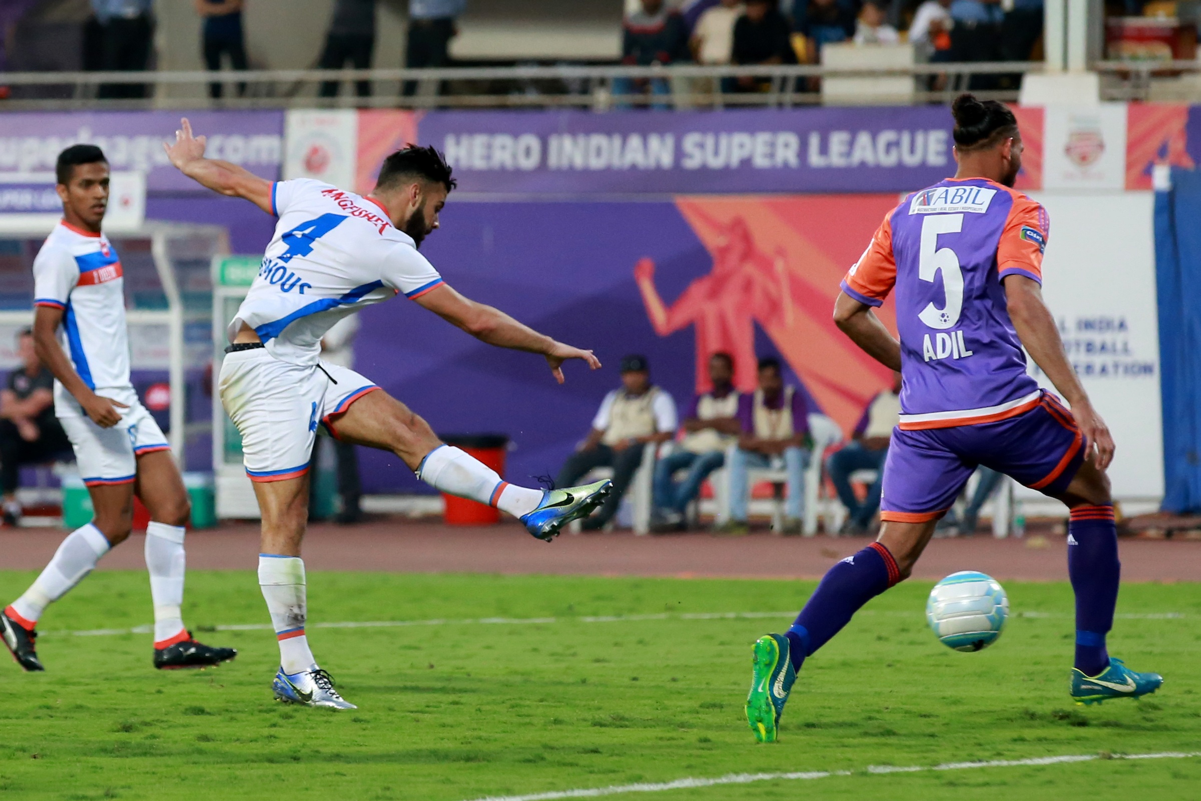 Goa blow away Pune to remain in contention for ISL semis