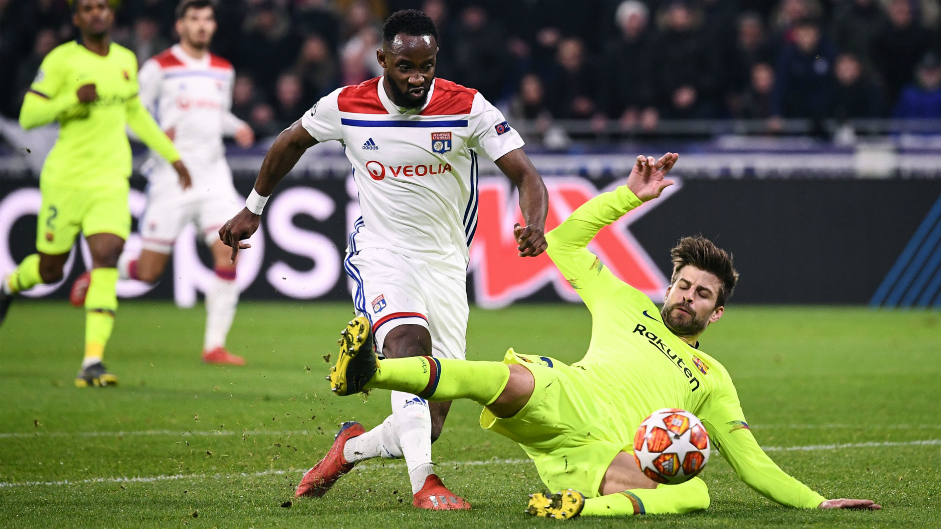MOUSSA DEMBELE OLYMPIQUE LYON GERARD PIQUE BARCELONA CHAMPIONS LEAGUE 19022019