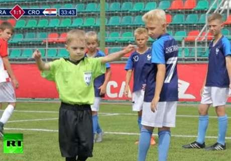 Niños recrean la final entre Francia y Croacia en el Mundial