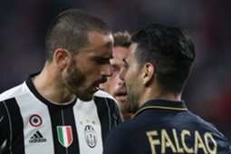 Falcao y Bonucci Champions League