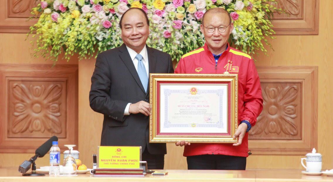 Thủ tướng Nguyễn Xuân Phúc gặp mặt và khen thưởng ĐTQG Việt Nam