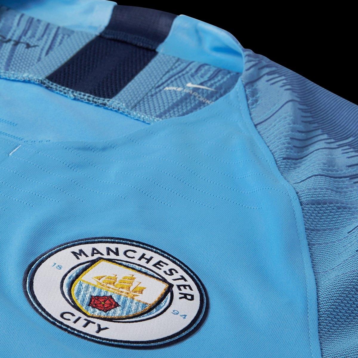 Manchester City Luncurkan Jersey Utama 2018 19  4f2dd0399