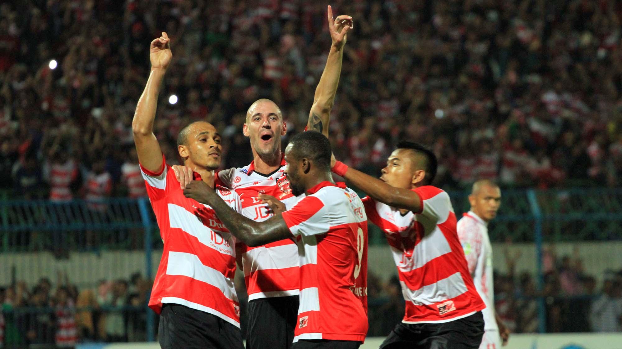 Persegres Gresik United Fc V Madura United Fc Laporan Pertandingan  Goal Com