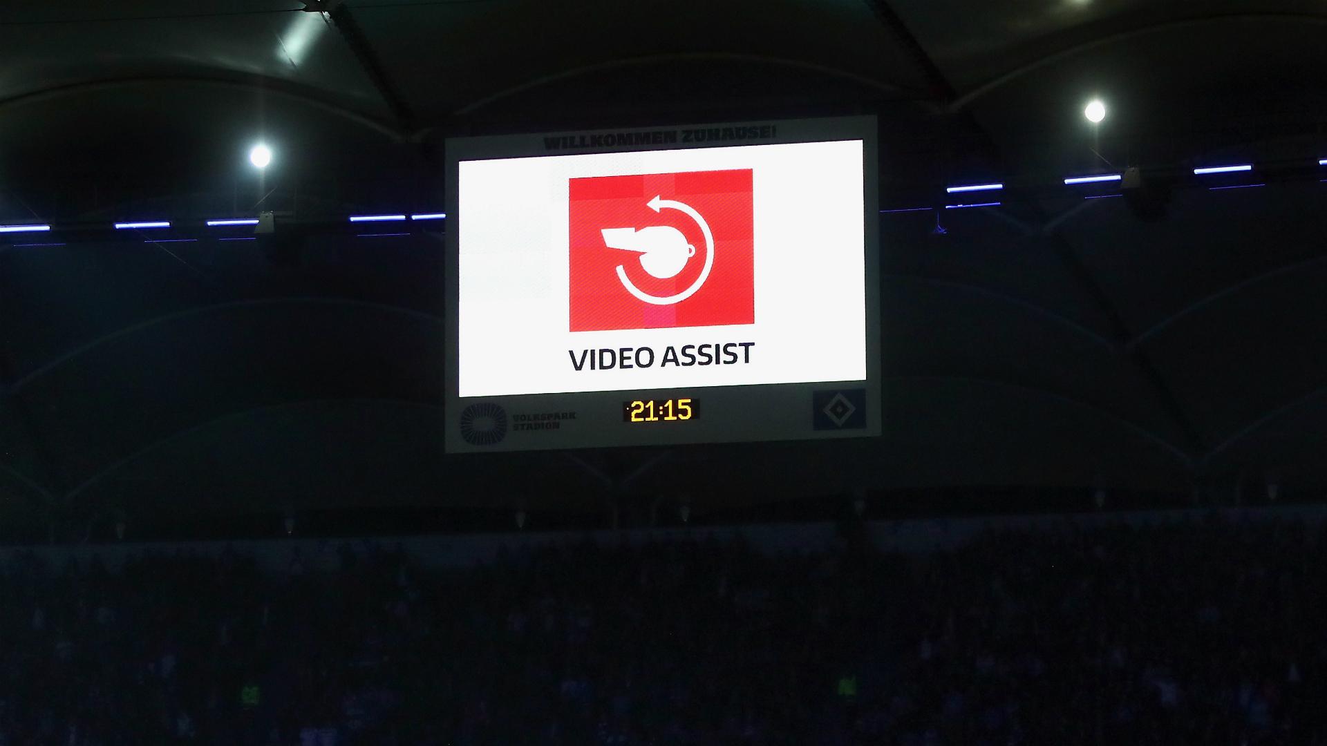 Fußball-Bundesligisten beschließen dauerhaften Videobeweis-Einsatz
