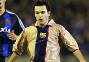 2002/2003: Der junge Andres Iniesta debütiert in der Champions League gegen den FC Brügge für Barcas Profis.
