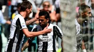 Mandzukic Dani Alves Juventus Crotone Serie A