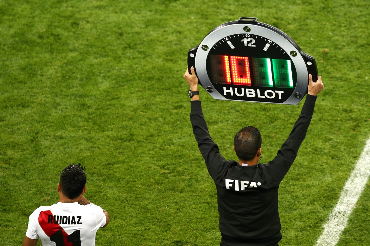Image result for ยูฟาไฟเขียวบอลยุโรปเปลี่ยนตัวคนที่ 4