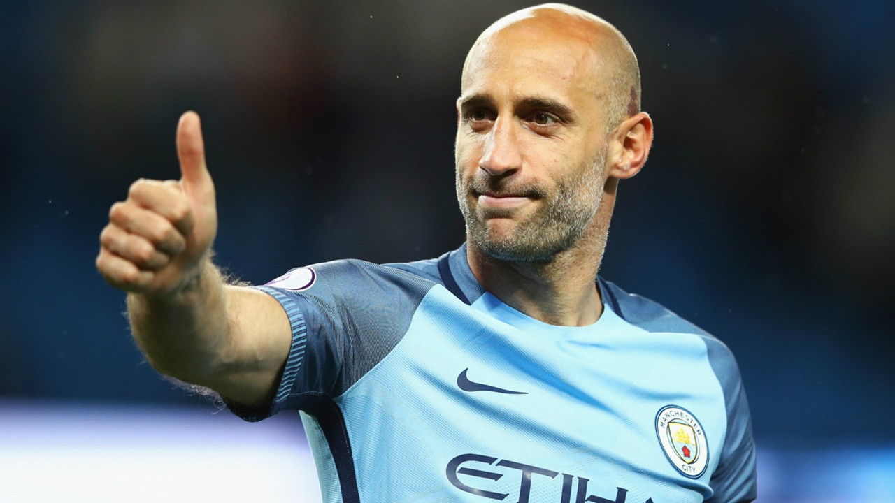Manchester City defender Pablo Zabaleta pletes West Ham move