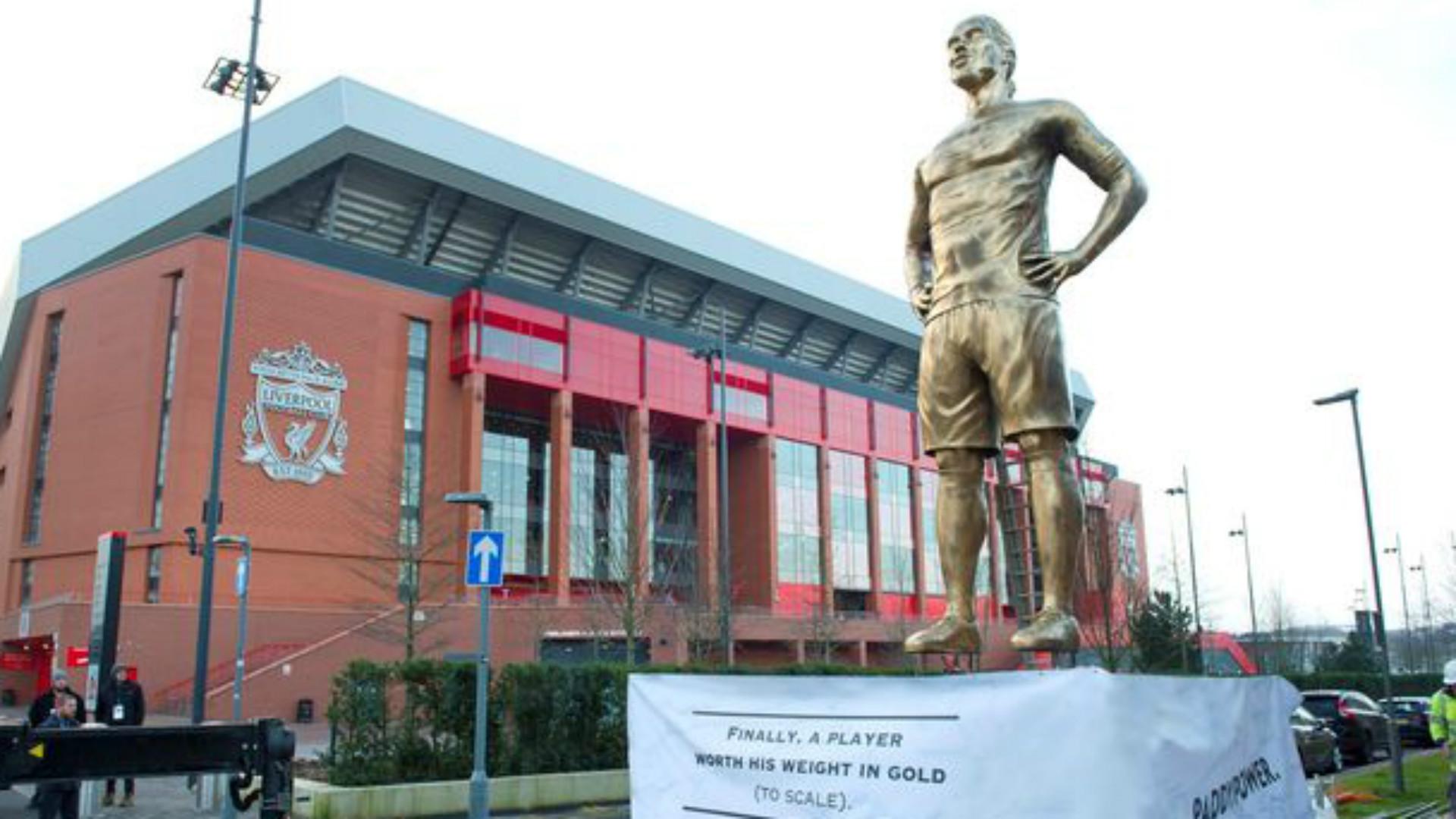 Virgil van Dijk statue