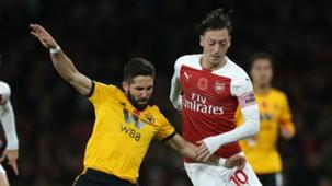 Mesut Ozil Joao Moutinho Arsenal vs Wolves Premier League 2018-19