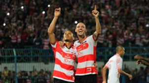 Selebrasi Peter Odemwingie & Dane Milovanovic - Madura United