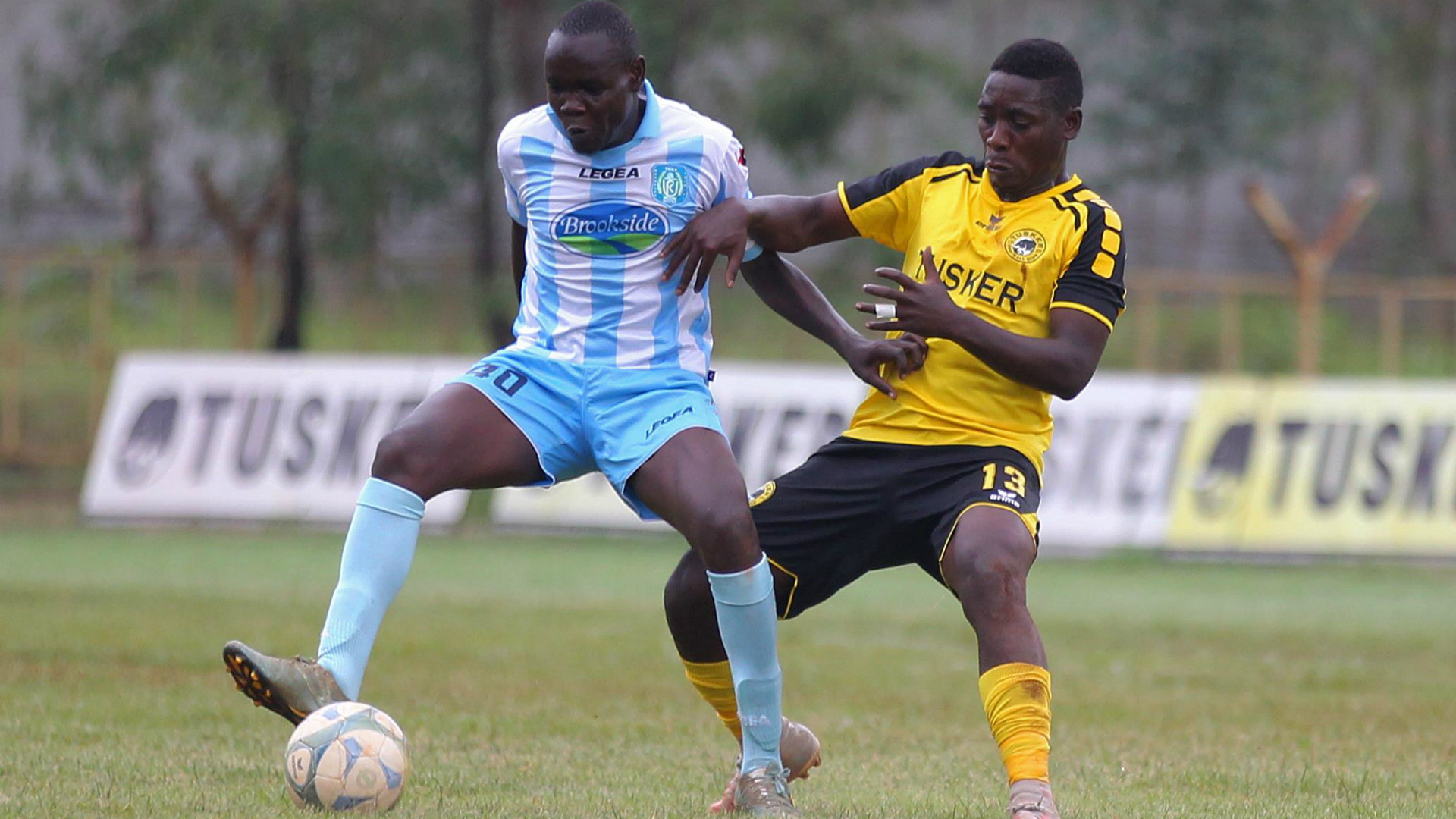 SAAD MUSA of Thika United and HASHIM SEMPALA of Tusker.