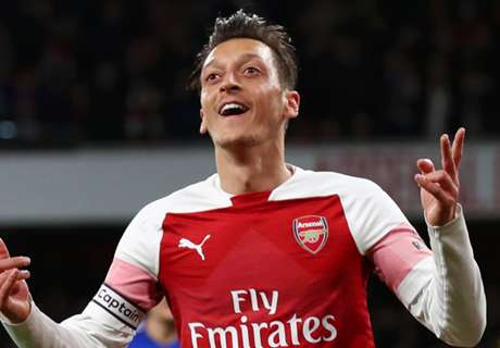 Ozil quotes Bergkamp in cryptic Arsenal future hint