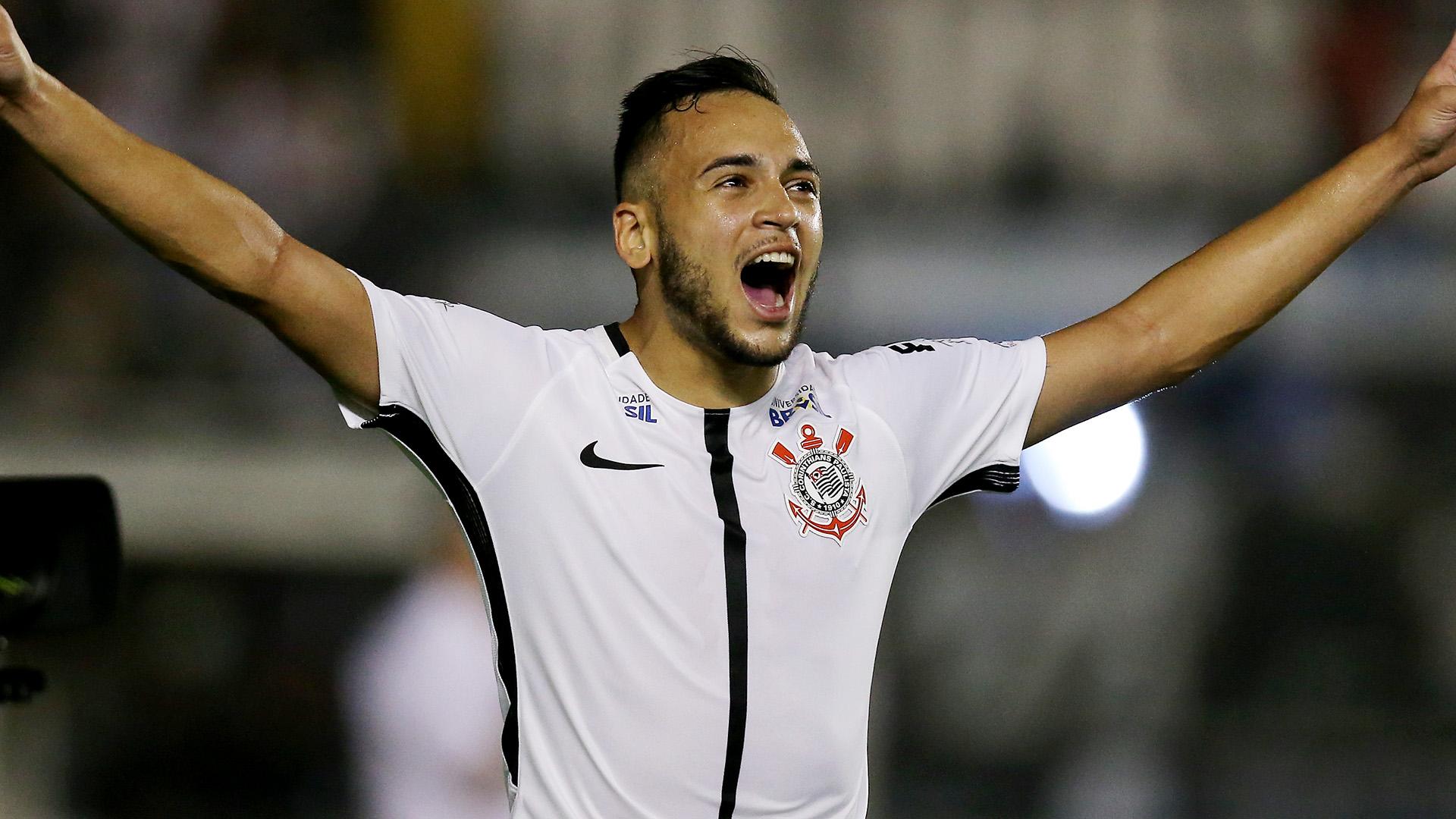 Carille ensaia Corinthians e parece definir seu 'time ideal'
