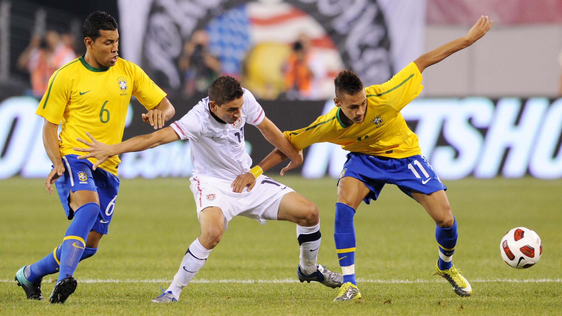 Andre Santos Alejandro Bedoya Neymar Brazil USA 10802010