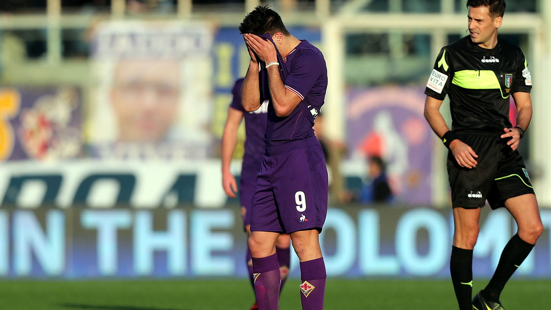 Disastro Fiorentina, esplode la contestazione fuori dallo stadio