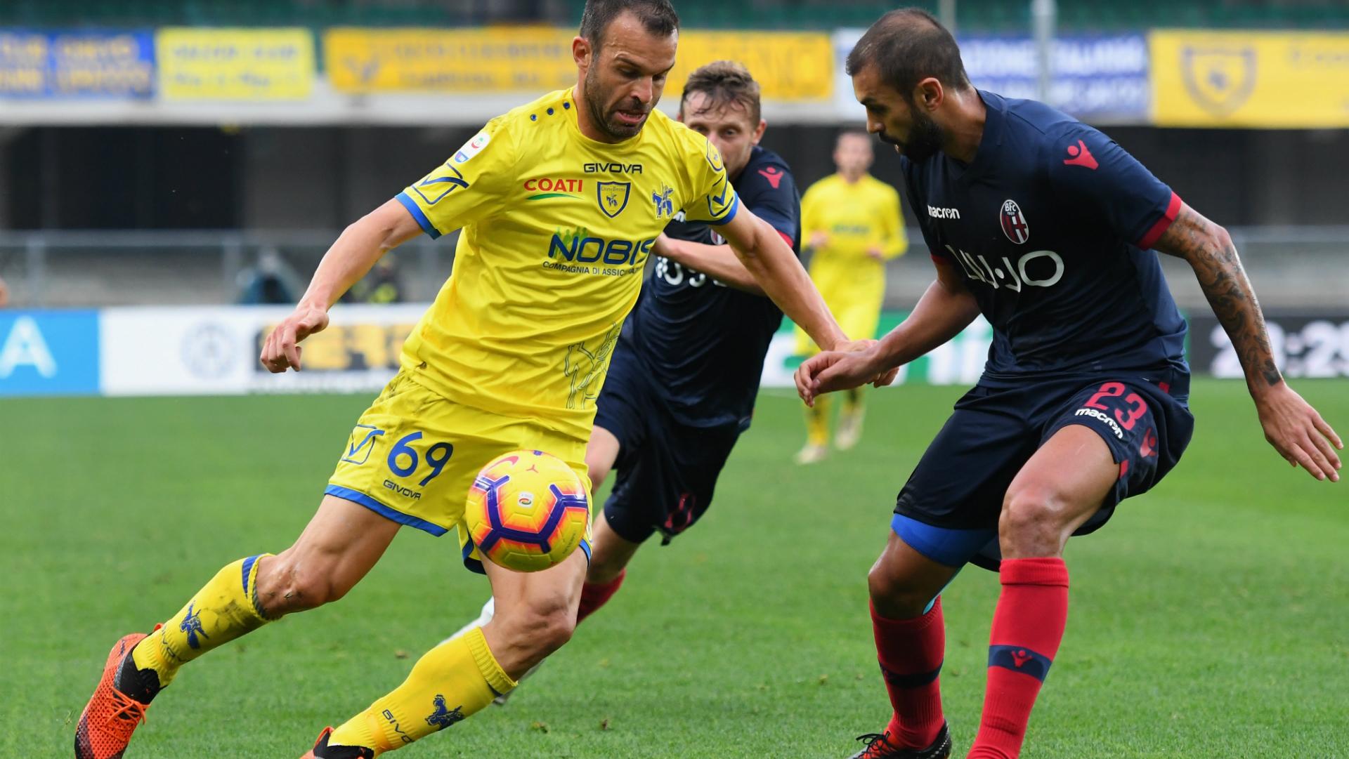 Bologna batte Chievo 3-0 e lascia il terzultimo posto
