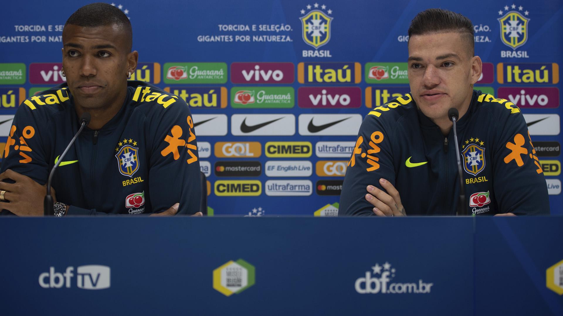 Walace e Ederson Brasil coletiva amistoso 09 10 18