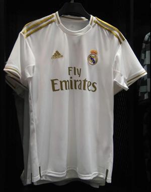 6e6a07390e Nova camisa do Real Madrid tem detalhes dourados e lembra uniforme ...