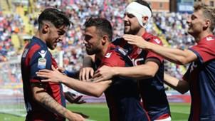 Bologna celebrating vs Pescara