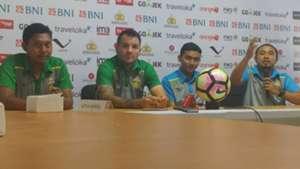 Simon McMenemy - Konferensi Pers Bhayangkara FC