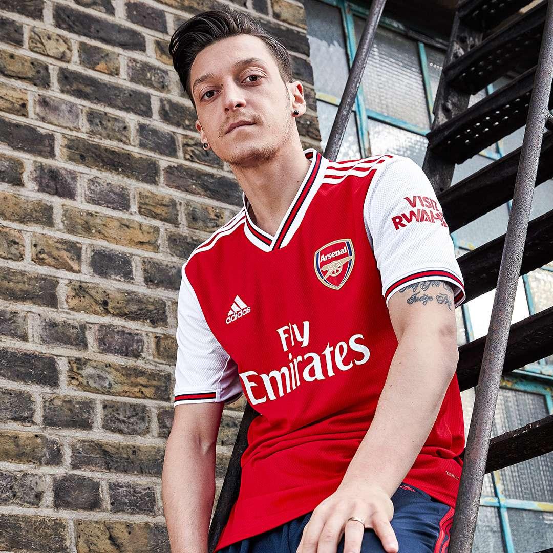 info for dd6a2 e6edf New Arsenal kit: Gunners unveil 2019-2020 home shirt   Goal.com