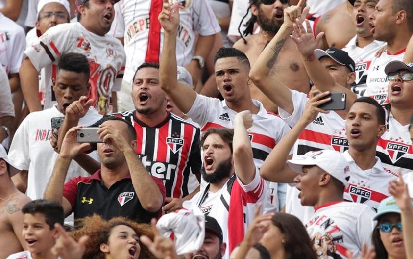 Torcida do São Paulo durante o clássico contra o Palmeiras, no Pacaembu