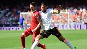 Sergio Escudero Ezequiel Garay Valencia Sevilla La Liga 04162017