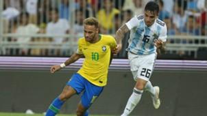 Neymar Renzo Saravia Argentina Brasil Amistoso 16102018