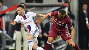 Mathieu Valbuena Cenk Tosun Lyon Besiktas