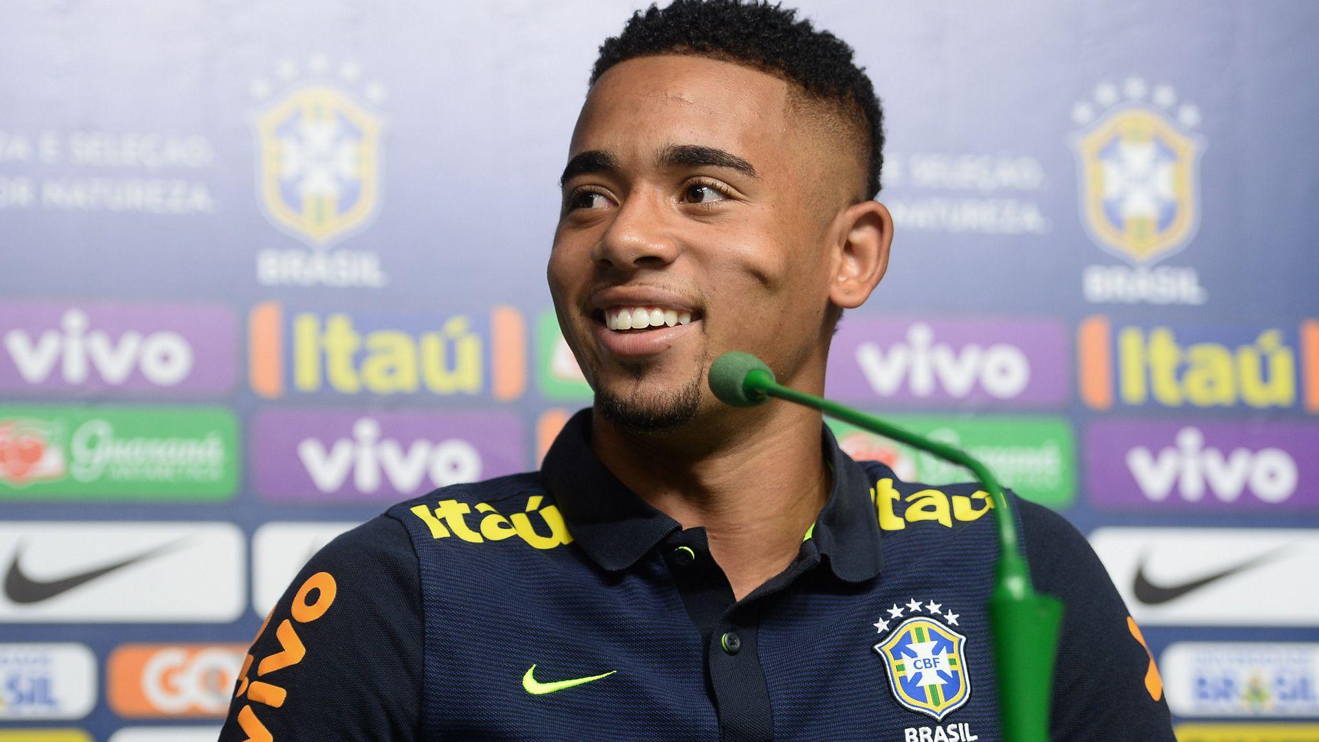 Loja vende camisa do Palmeiras com nome e número de Neymar