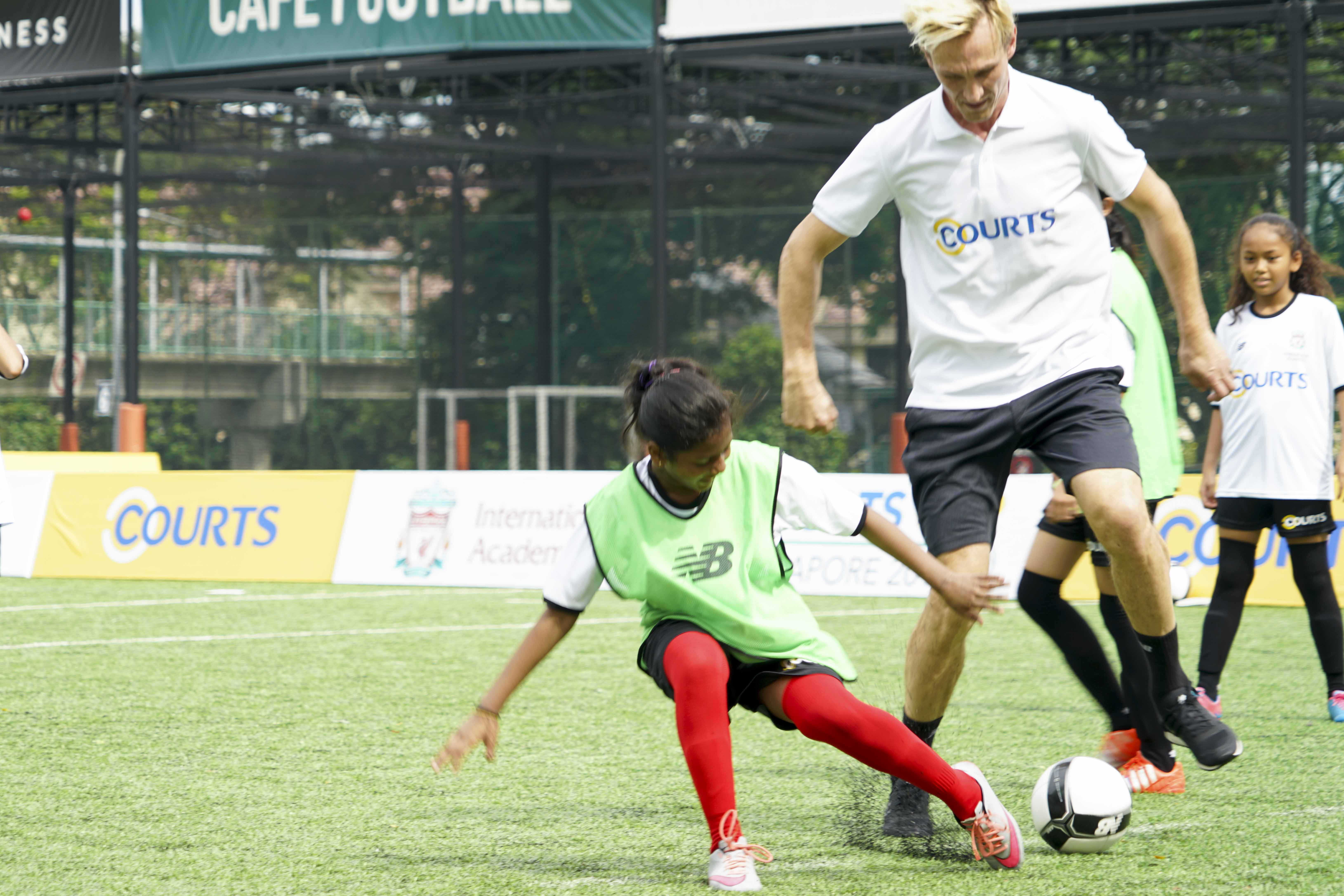 Hyppia at COURTS Football academy